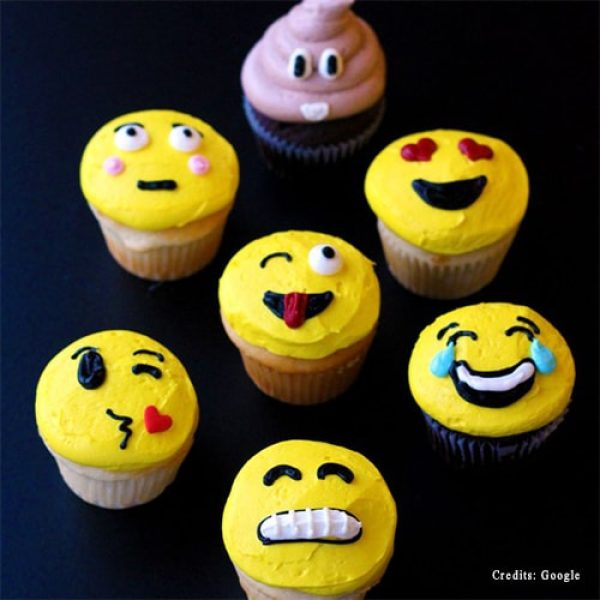 Quirky Emoji Cupcakes pune